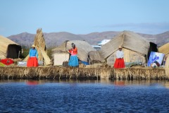 Women of Uros welcoming us