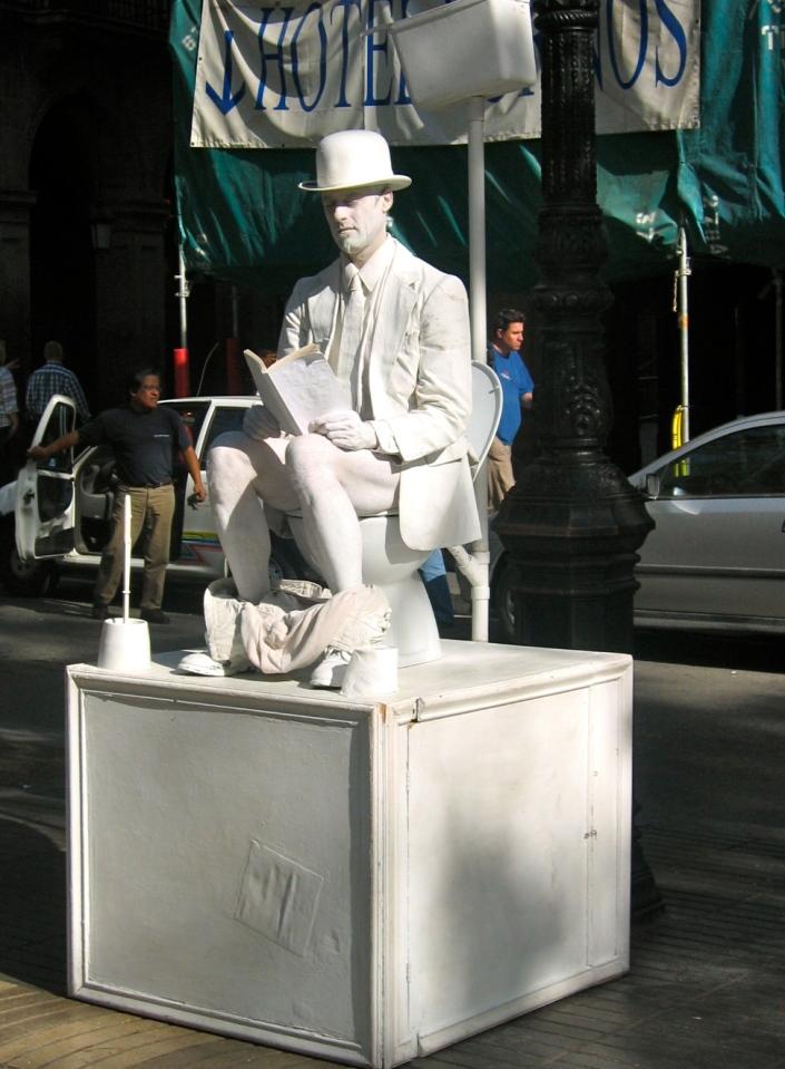 A street performer along La Rambla